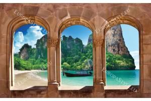 Фототапет изглед през старинни колони на море