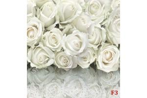 букет нежни рози с огледален ефект капки 2 нюанса