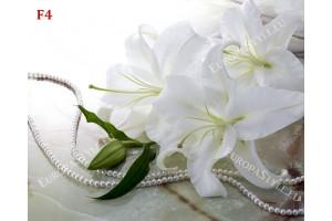 Фототапет свежи бели лилиуми с гирлянд от перли