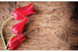 Фототапет червени лалета на структура дърво