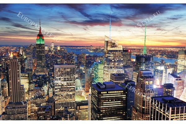 нощен Ню Йорк светеща кула в зелено