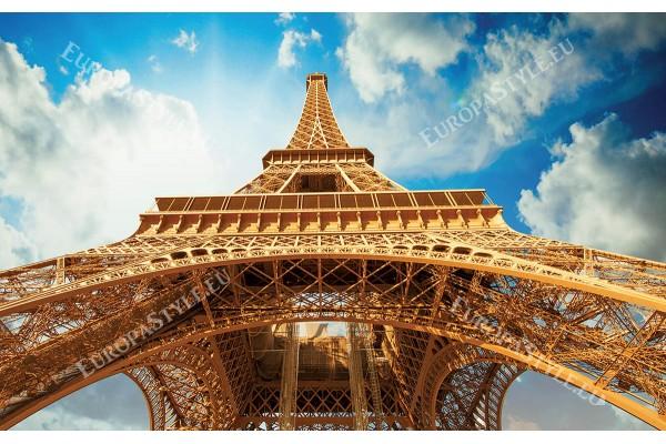айфеловата кула изглед отдолу фон облаци