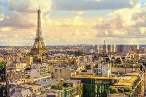 Фототапет слънчев градски пейзаж от Париж в 2 цвята