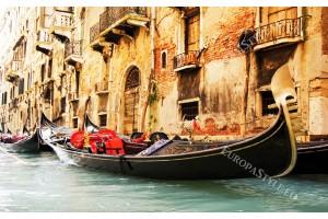 Фототапет голяма гондола по канал във Венеция