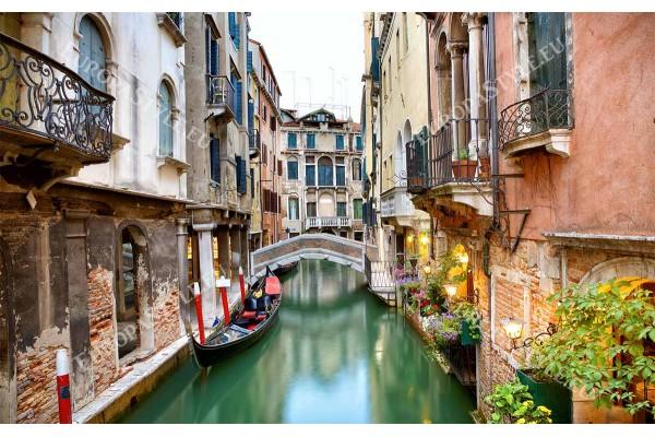 Фототапет старинен канал с гондола от Венеция