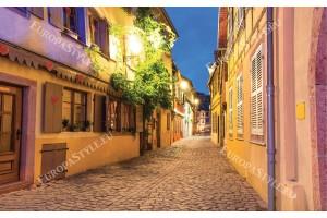 Фототапети стара улица нощен изглед в лилаво и жълто