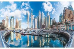 прекрасна гледка от Дубай сгради и яхти