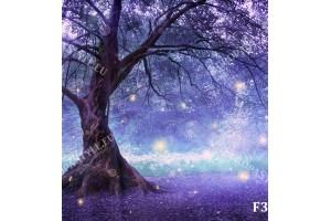 фантастично дърво в светлини в лилаво и розово