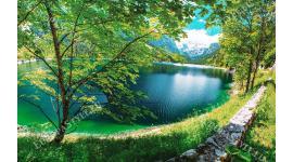 красив пейзаж с езеро панорамна планина