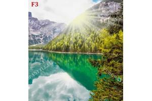 езеро огряно от слънце планински изглед