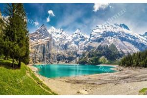 Фототапет прекрасен планински пейзаж с езеро и борове