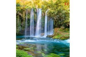 прекрасен пейзаж с каскада от водопади