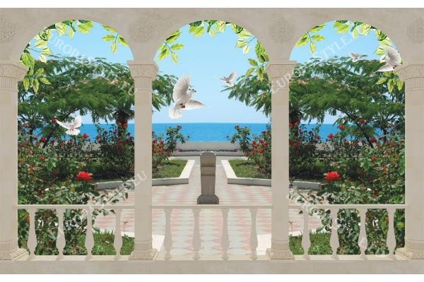 класическа арка колони с гледка на море и гълъби