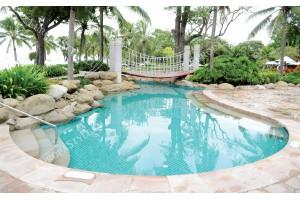 Фототапети изглед пейзаж с басейн и палми