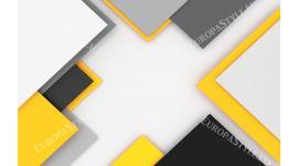 геометрична дизайнерска стена в зелено и жълто