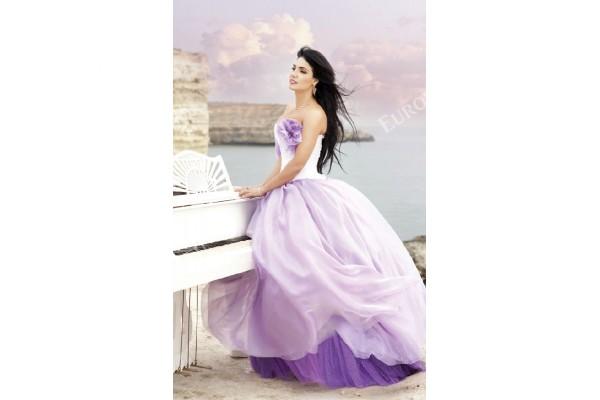 Фототапети фотомодел в красива рокля
