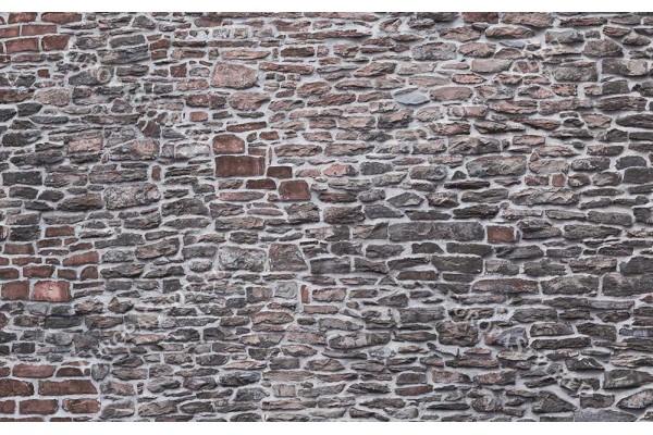 каменна стена от различни форми камък 2 цвята
