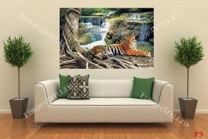 тигър на фон горски водопади