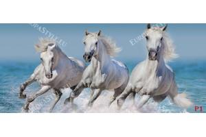 Фототапети тройкa бели коне в галоп на фон морски вълни