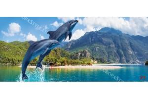 Фототапет скачащи делфини на фона на планински изглед