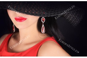 Фототапет жена с шапка в черно и червено