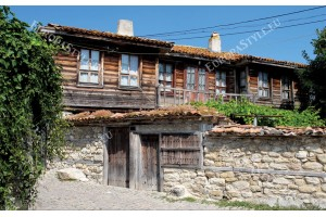 Фототапети стара селска българска къща и улица